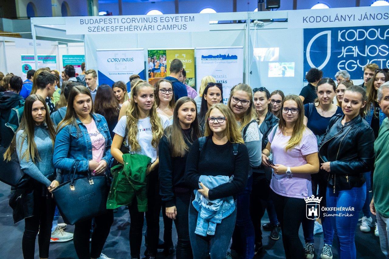 1677ceed94 A rendezvényen - amelyet Székesfehérvár Önkormányzata megbízásából a  Fehérvári Programszervező Kft. szervezett - önálló standokon képviseltették  magukat a ...